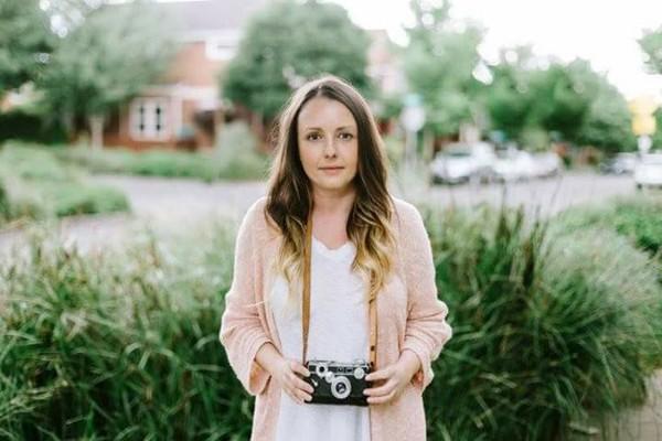 היא קנתה מצלמה ישנה בחנות יד שנייה –פיתחה את התמונות וגילתה משהו מדהים ומרתק