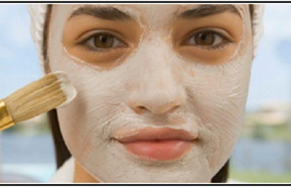 מרחו את מסכת הפנים הטבעית הזו, ואחרי 5 דקות העור שלכן יראה רענן, צעיר ובוהק!