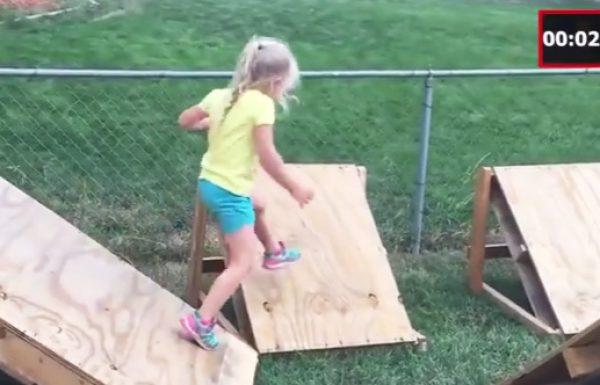 אב השנה בנה לבת שלו מסלול אמריקן נינג'ה ווריור ממשטחי עץ בחצר ביתם!