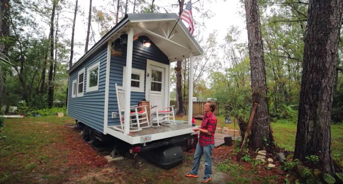 """לסטודנט באוניברסיטה נמאס לשלם שכירות – בנה לעצמו בית מדהים בגודל 21 מ""""ר"""