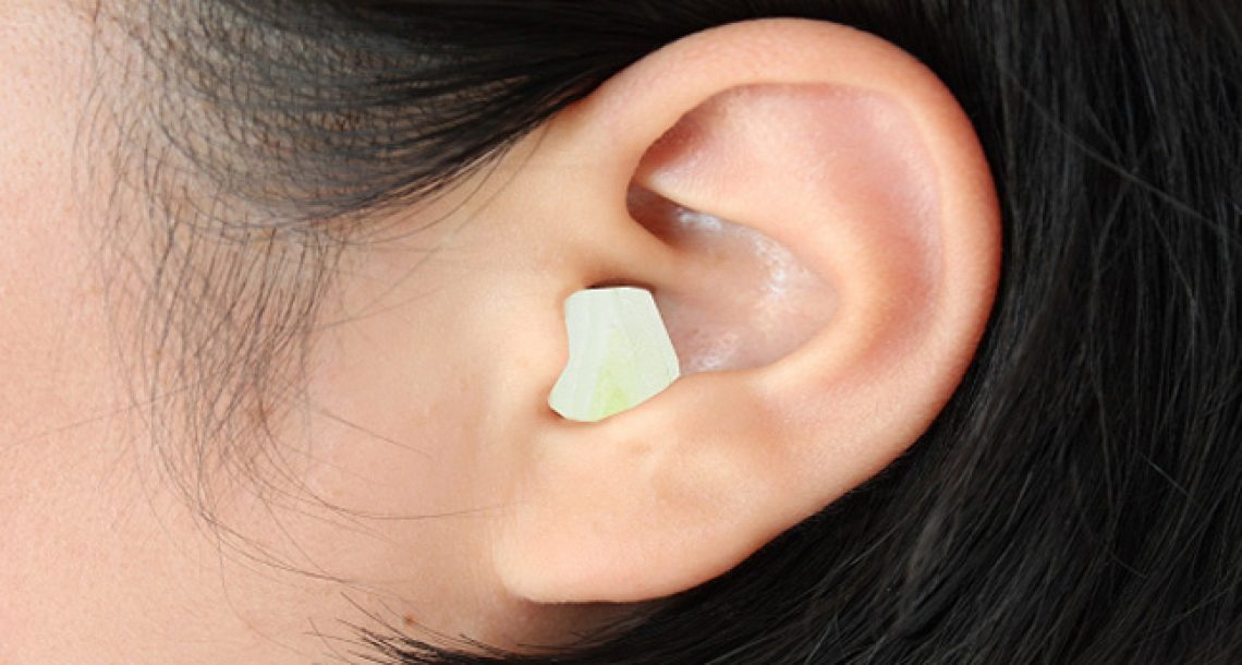 היא הניחה חתיכת בצל בתוך האוזן במהלך הלילה, ובבוקר שלמחרת קרה דבר מדהים!