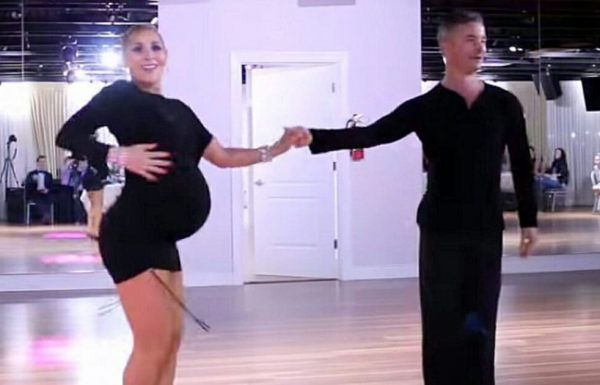 אמא בשבוע ה 35 להריון מסרבת להפסיק לרקוד – פשוט תראו כאשר היא לוקחת צעד אחד לשמאל