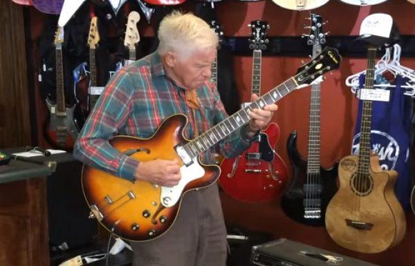 אדם בן 81 לקח גיטרה בחנות מוזיקה, השאיר את כולם בהלם כשהחל לנגן עליה בצורה מטורפת!