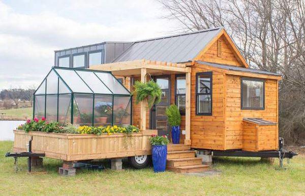"""הבית הקטן הזה הוא רק 30 מ""""ר ויש לו חממה – הצצה אחת פנימה והתאהבתי מיד!"""