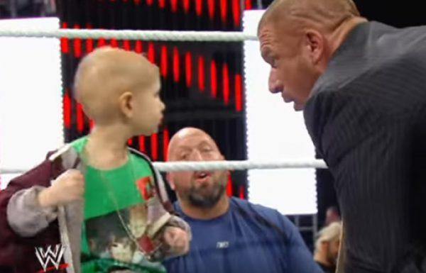 כוכבי ה WWE שברו דמות וחברו יחד כדי לעשות את היום של ילד בן 8 לפני שהוא נפטר