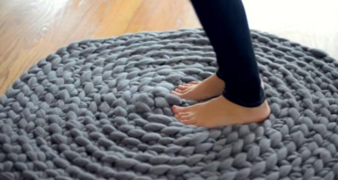הטכניקה הייחודית שלה לסריגת שטיח בשיטת קרושה היא מדהימה ולא מצריכה מסרגה