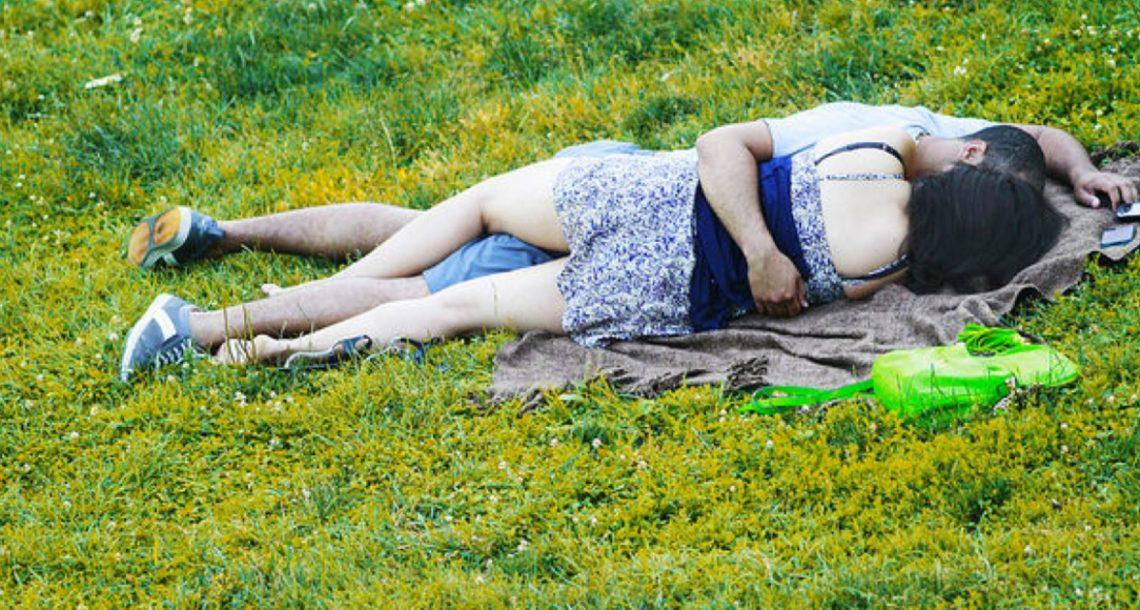 בני זוג נתפסו מקיימים יחסי מין בפארק – אבל העונש של השופט הדהים את כל בית המשפט