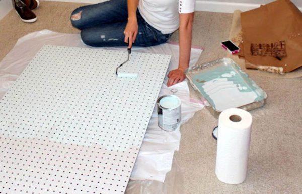 מומחית DIY משתמשת בבית בלוחות מחוררים בדרכים לא צפויות. הנה 13 רעיונות מעולים