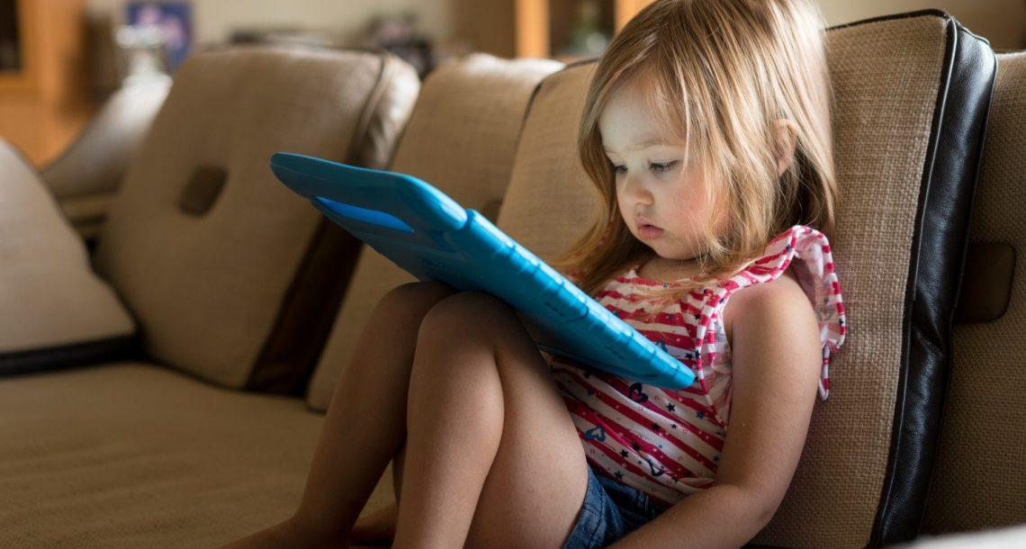 5 אסטרטגיות מעולות לנתק ילדים מהמסך (בלי שהם יקבלו קריזה)