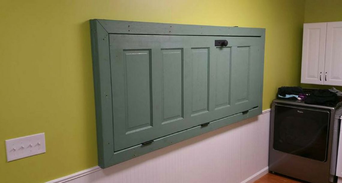 לא תאמינו מדוע יש דלת על הקיר – הסיבה הרבה יותר גאונית ממה שאתם חושבים!
