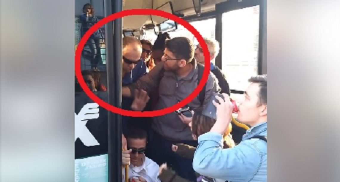 ישראל 2017: נהג אוטובוס מסרב לעלות אדם עם תסמונת דאון ודוחף אותו באלימות החוצה