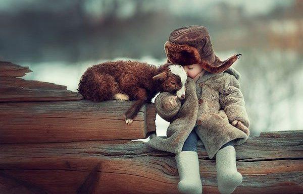 הילדים האלה חיים עם בעלי חיים מיוחדים וייחודיים. התמונות האלה פשוט מטורפות!