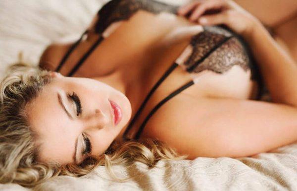 אישה שלחה לבעלה תמונות עירום שלה ערוכות בפוטושופ – התגובה שלו מתפשטת ברשת כמו אש בשדה קוצים