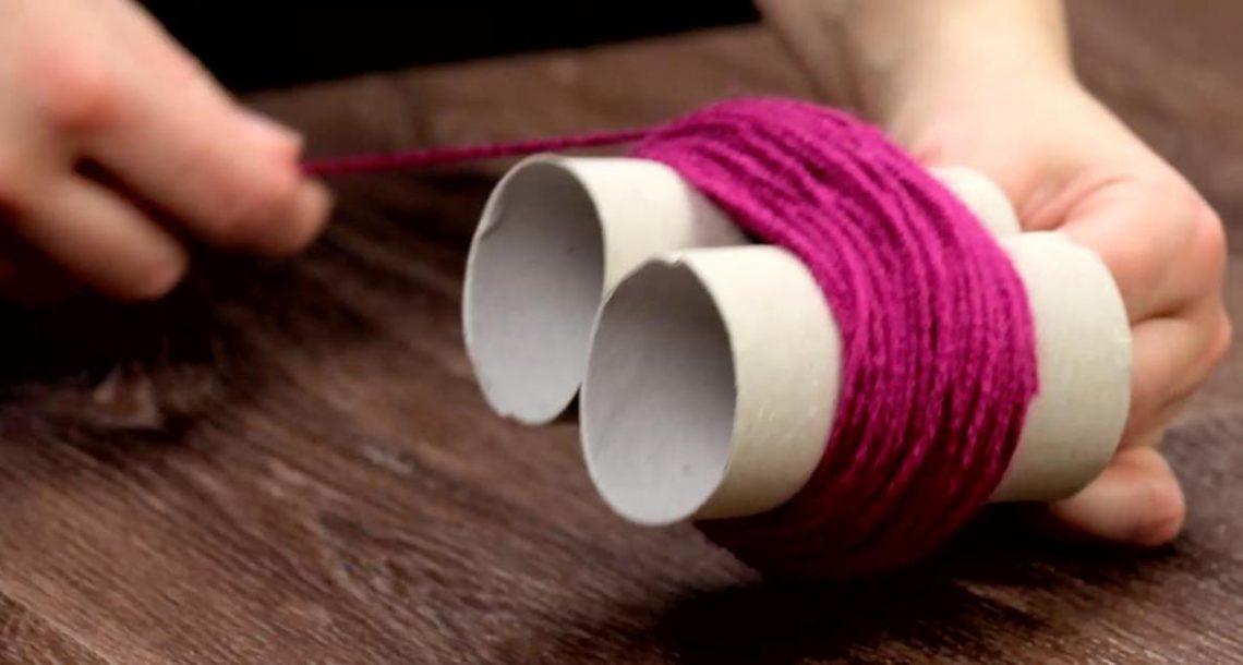 עטפו צמר סריגה מסביב 2 גלילי נייר טואלט – התוצאה הסופית תגרום לכם לנסות את זה גם!