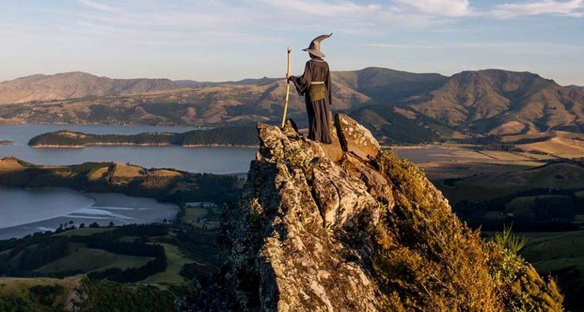 צלם טייל ברחבי ניו זילנד עם תחפושת של גנדאלף, והתמונות שלו פשוט מטורפות!