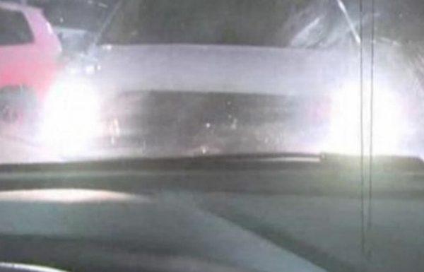אם מכונית חונה מולכם ומדליקה את האורות הגבוהים – תברחו מיד מהמקום!