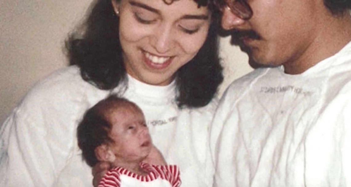 בריונים צחקו על הפרצוף של הבת שלהם – אבל תראו אותה 25 שנים אחר כך כשהשתיקה את כל השונאים שלה