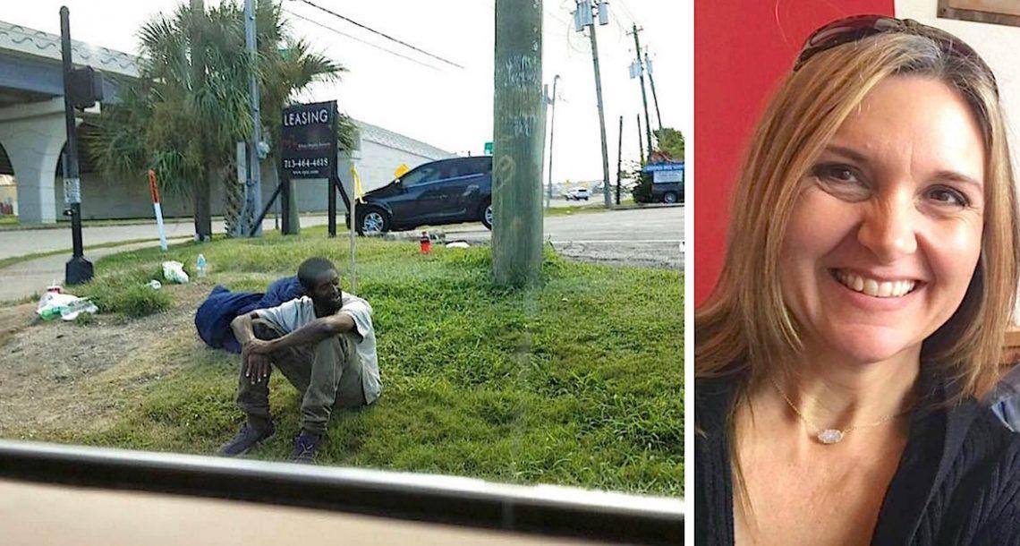 אדם ישב באותה פינת רחוב במשך 3 שנים – אבל הכל השתנה כאשר אישה עצרה והחלה לדבר איתו