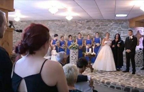 כלה ראתה את אישתו לשעבר של החתן בחתונה – עצרה והכל וגרמה לה לעמוד