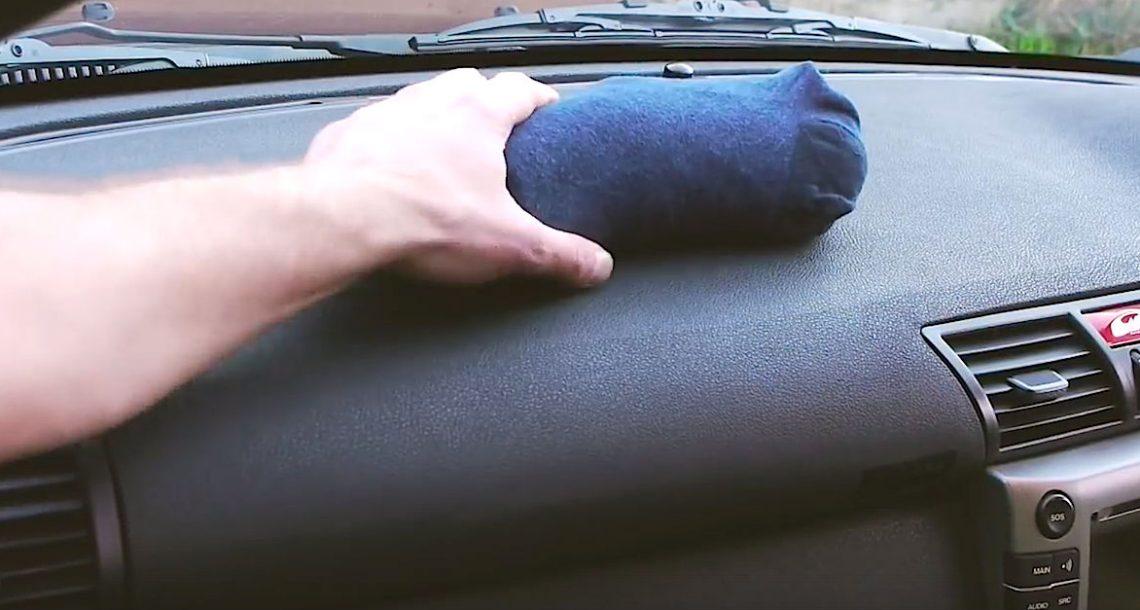 הוא מילא גרב עם חול לחתולים ושם אותו ברכב. הייתי בטוח שהוא פסיכי עד שראיתי מה זה עושה