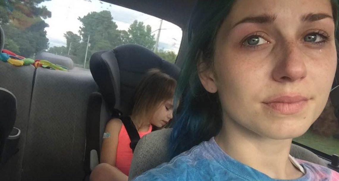אישה זרה אמרה לילדה בת 4 עם הפרעות קשב וריכוז 'לסתום את הפה' – אמא שלה הגיבה בחזרה עם 5 מילים