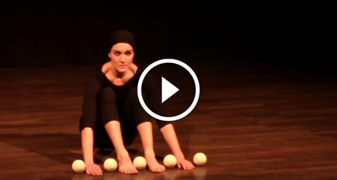 כשהיא התחילה, כל הקהל השתתק בציפייה…אבל מה שהאישה עושה אחר כך הוא קסם טהור!