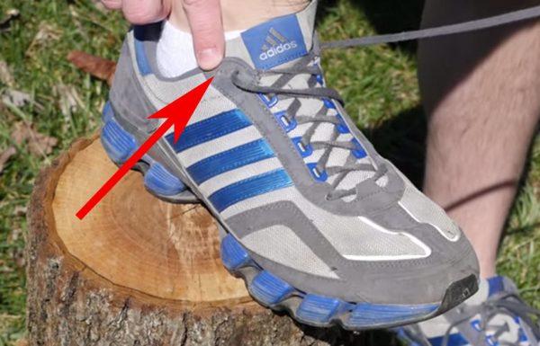 למה אף אחד לא גילה לנו? זאת הסיבה שיש חורי שרוכים נוספים בנעליים שלנו!