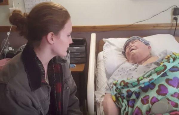 אחות התגנבה לחדר של מטופלת – שניות אחר כך המצלמה קלטה את האופי האמיתי שלה