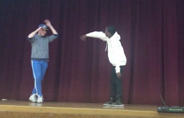 תלמיד הזמין את המורה שלו לקרב ריקוד – חכו שתראו את המהלכים של המורה