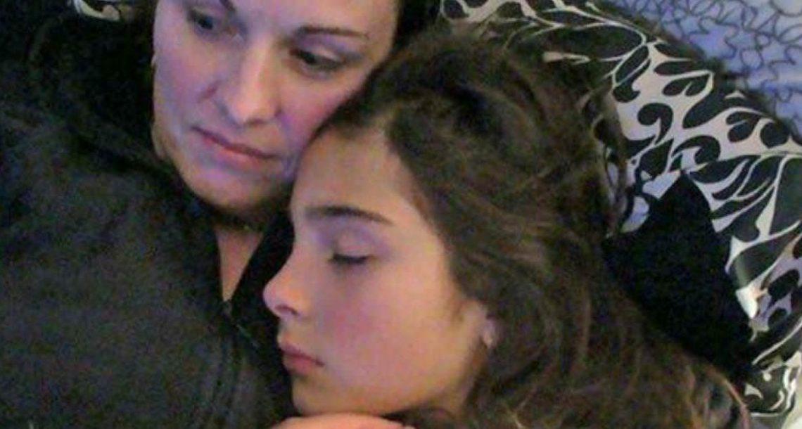 בת 13 התאבדה אחרי שנאנסה באכזריות – אז אמא מצאה מכתב שחשף את האמת שוברת הלב