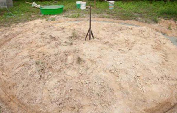 הוא קיבל חלקת אדמה קטנה כדי לבנות בית בתאילנד. התוצאה? זה הדבר הכי יפה שראינו