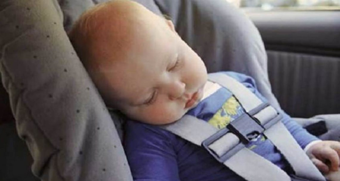 אמא מצאה את התינוק בן 11 השבועות מת בכיסא הבטיחות: הסתכלה מקרוב והבינה את הטעות המחרידה