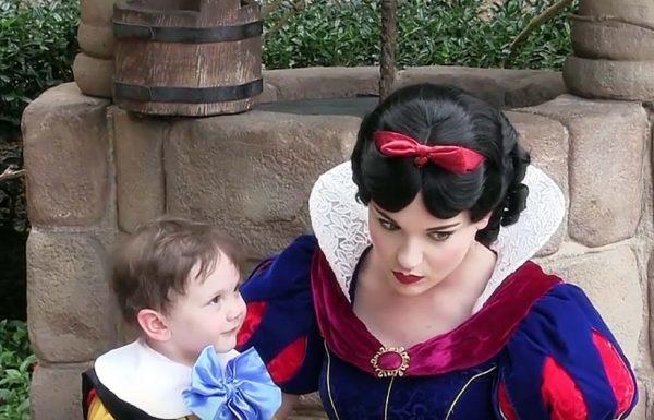 ילד אוטיסט בהה בתמימות אל תוך עיניה של שלגייה. התגובה של הנסיכה תמיס לכם את הלב