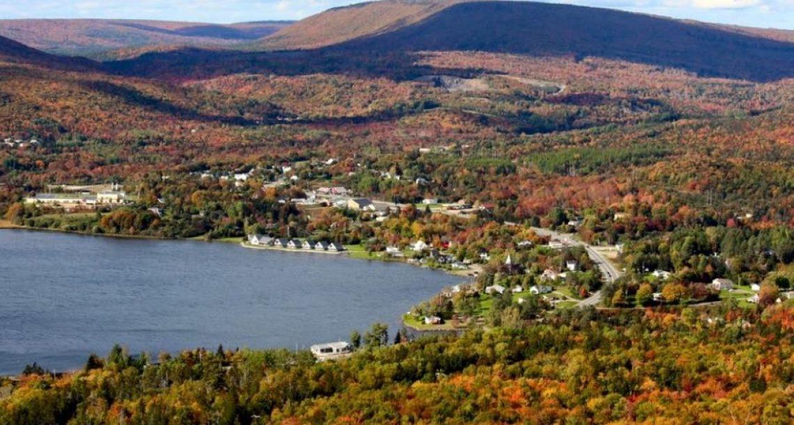 העיירה הקנדית הקסומה הזו תיתן עבודה ושטח גדול לכל מי שמוכן לעבור אליה