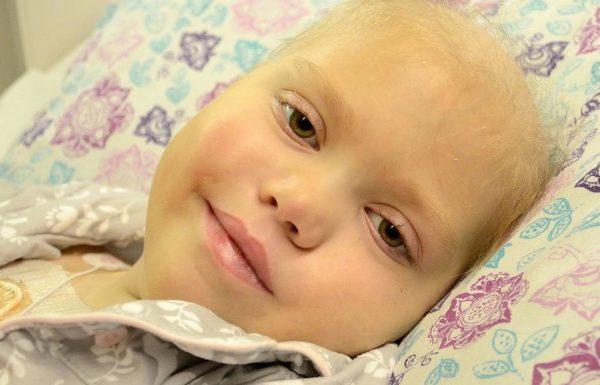 ההורים נפרדו מבתם חולת הסרטן – אך אז היא פקחה עיניה ולחשה 7 מילים