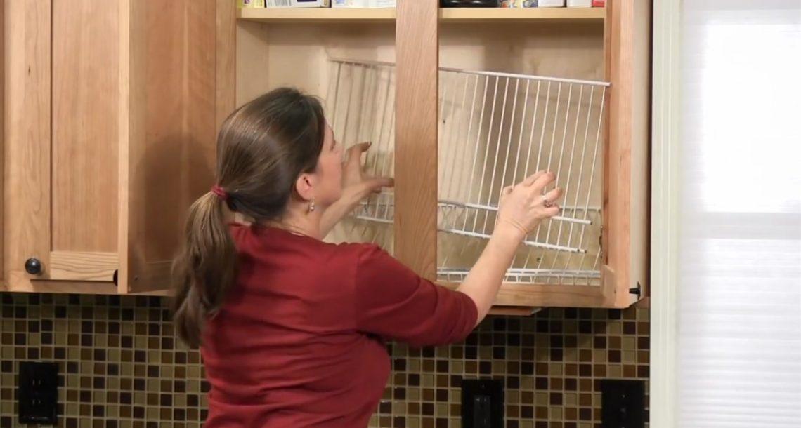 היא הניחה מדפי רשת בארון המטבח שלה. כשהיא סיימה? זה משהו שכולם ירצו לעשות