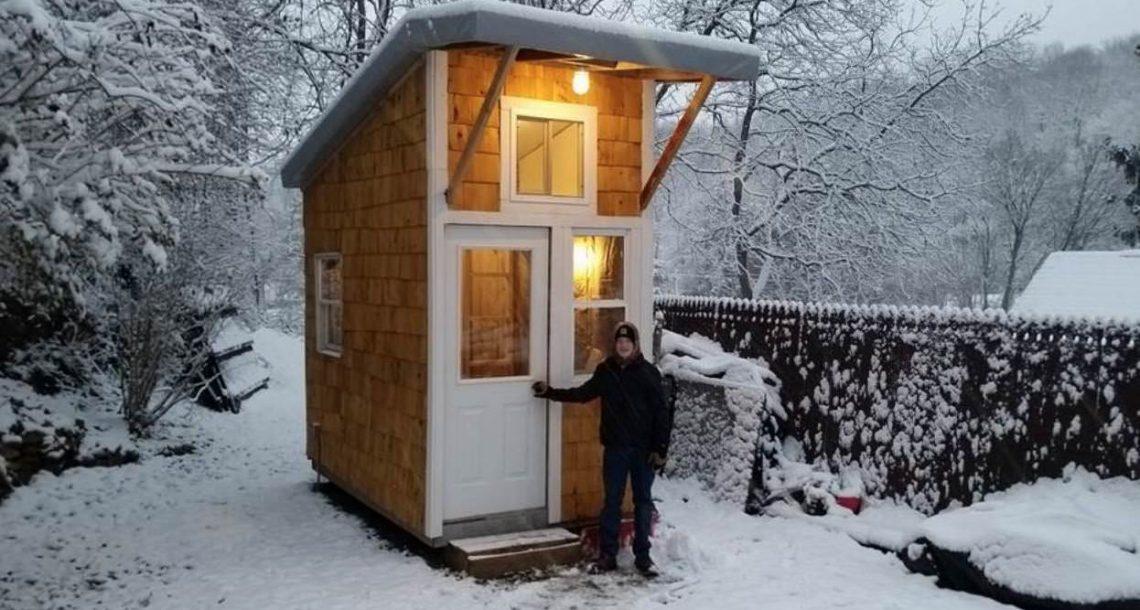 """נער בן 13 בנה בית משלו ב 5200 ש""""ח – תראו כאשר הוא פותח את הדלת וחושף את יצירת הפאר שלו"""