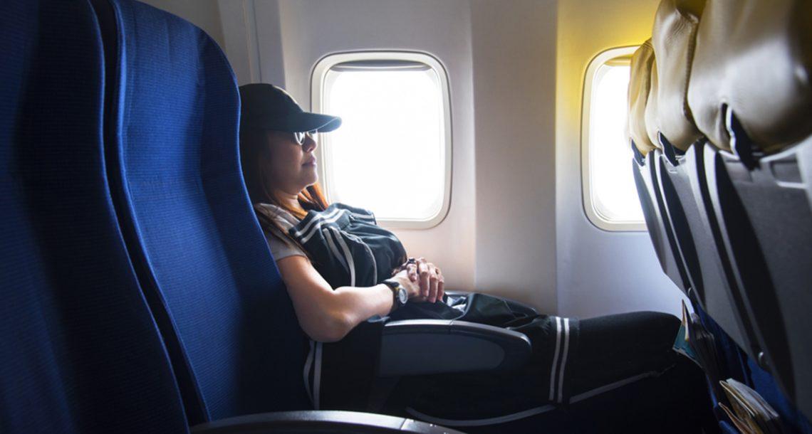 עורך דין בטיסה הציק לאמא שרצתה לישון, הנקמה הגאונית שלה קרעה אותי מצחוק