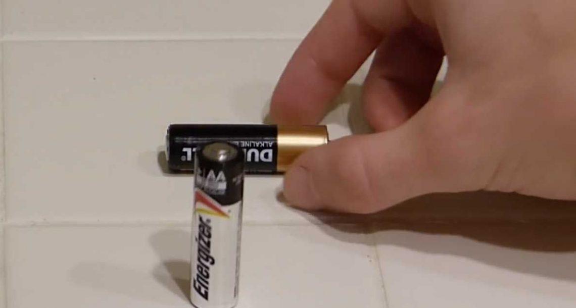 תוך 2 שניות, הטריק הפשוט הזה יגלה לכם אם הבטרייה שלכם מתה או לא