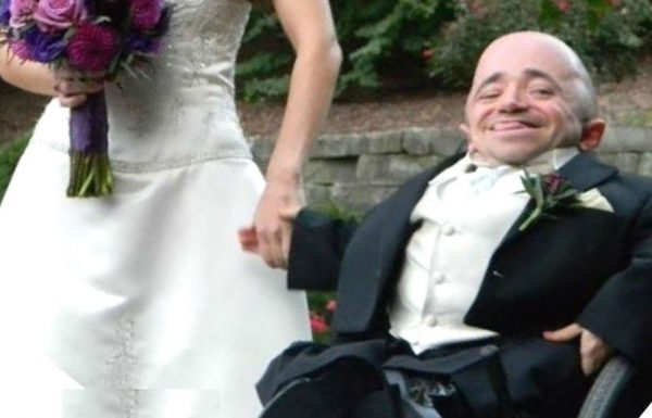 הבעל שיתף תמונה מהחתונה שלו – אבל אנשים הסתכלו על אישתו וסירבו להאמין לו