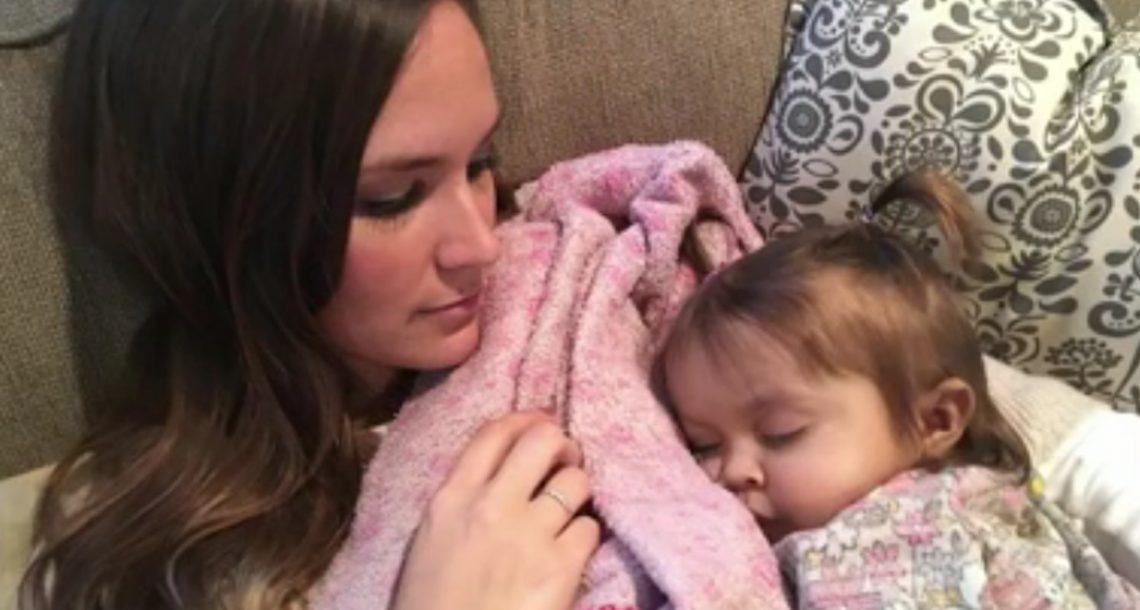 התינוקת גססה והייתה זקוקה לכבד חדש – זה היה הרגע שהבייביסטר שלה קיבלה החלטה מדהימה