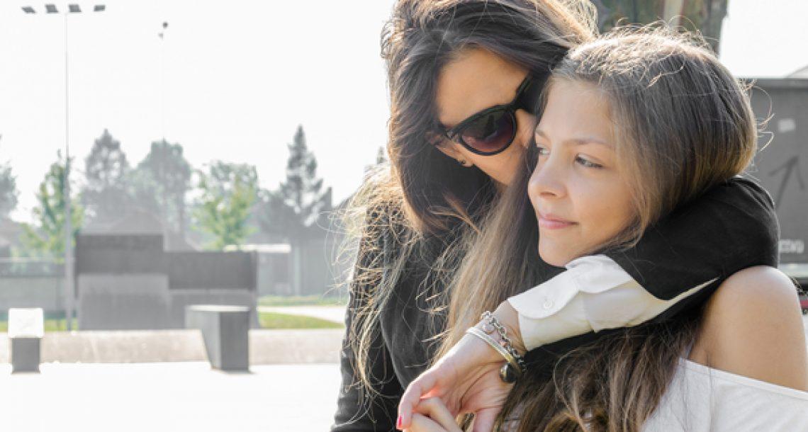 נער קרע את החזייה של נערה בת 15 באמצע הכיתה – אף אחד לא ציפה לנקמה האדירה של אמא שלה