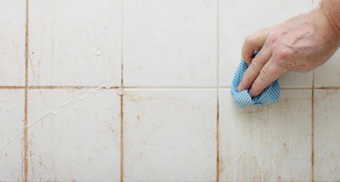 תמיד שנאתי לנקות את המקלחת והשירותים – עד שגיליתי את הטריק הקל והנפלא הזה