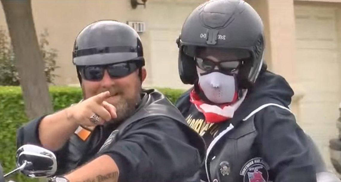 חבורה של אופנוענים חיכתה מחוץ לחנות במשך 5 ימים, ואז הם עשו משהו שאף אחד לא ציפה לו