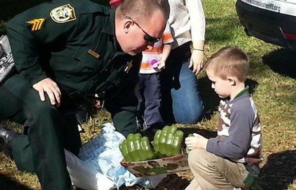 אף אחד לא הגיע למסיבת יום ההולדת של הילד האוטיסט, אך השוטרים האלה הצילו את היום