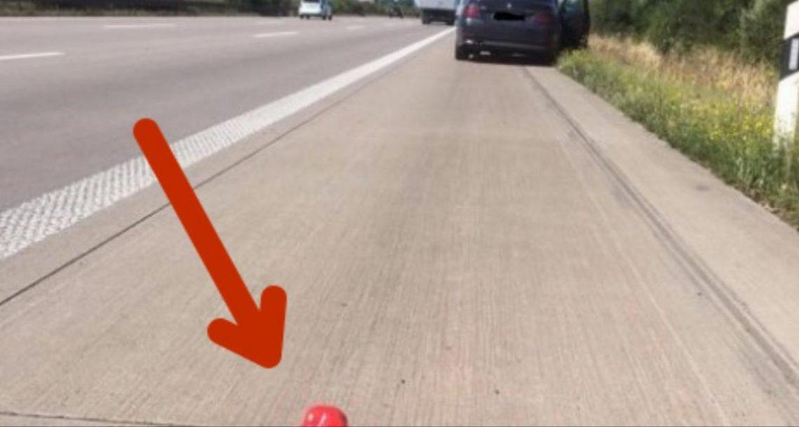 הנהג היה צריך לעצור בצד אבל לא היה לו משולש אזהרה – פתרון ה DIY שלו גרם לשוטרים להיקרע מצחוק