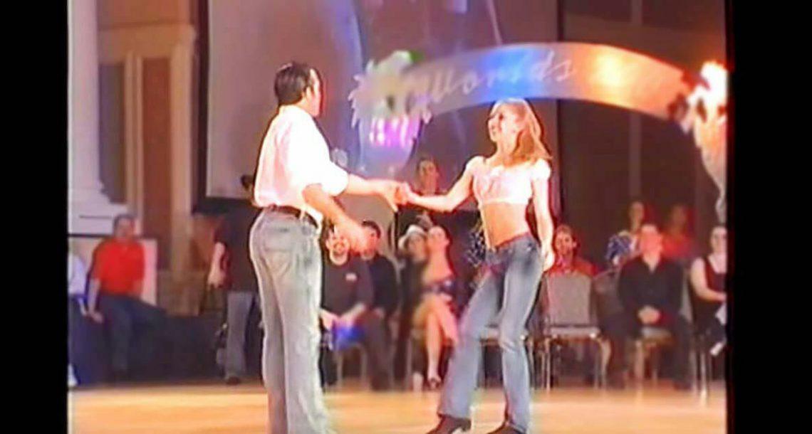 הקהל השתתק כאשר הזמין את האישה: עכשיו תראו כאשר הוא מתחיל לרקוד