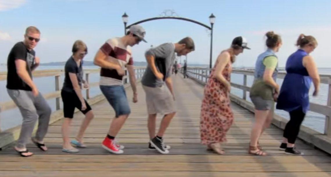 הבחור הזה ביצע את אותו הריקוד עם 100 אנשים שונים, וזה הדבר הכי מדליק שתראו