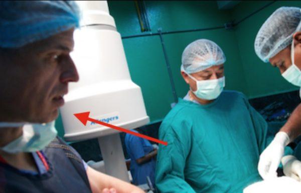 הבן שלו גסס על שולחן הניתוחים אחרי תאונת דרכים – אבל אז האבא גילה מי הוא הרופא המנתח…