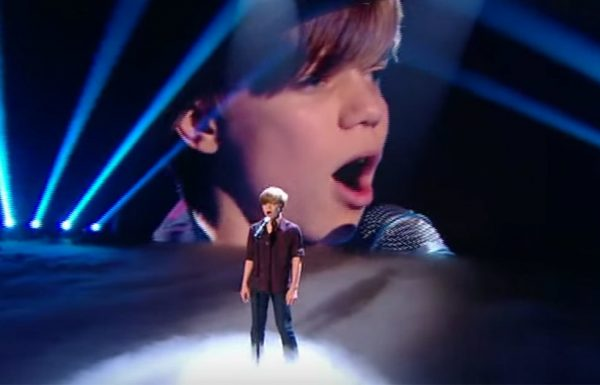 קולו של הילד בן ה 12 הפיל את השופטים לרצפה…עכשיו תראו מי מצטרף מאחוריו